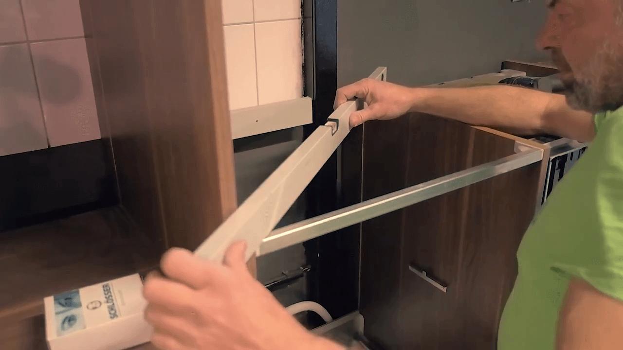 Unsere Spezialisten passen Ihre neue Küche exakt an die Gegebenheiten Ihres Raumes an.