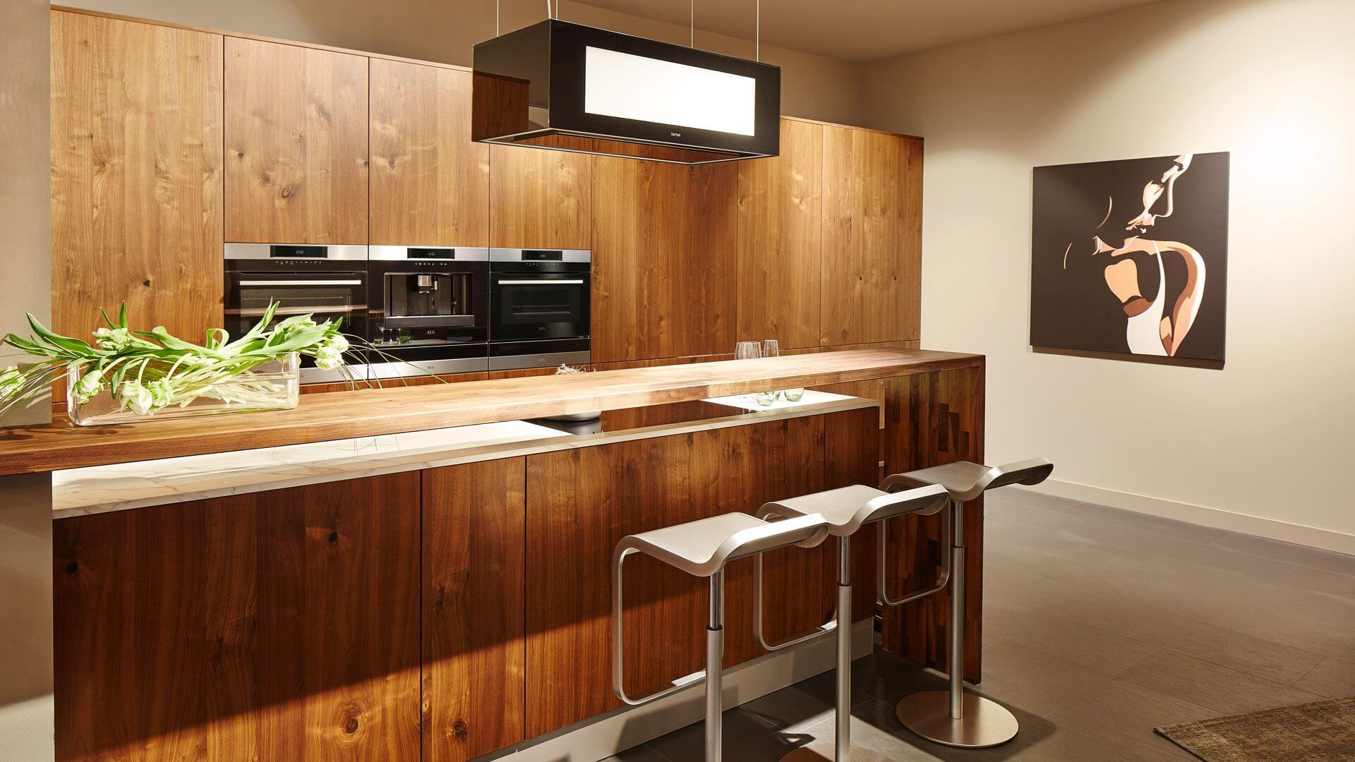 Moderne Küche in Echtholz