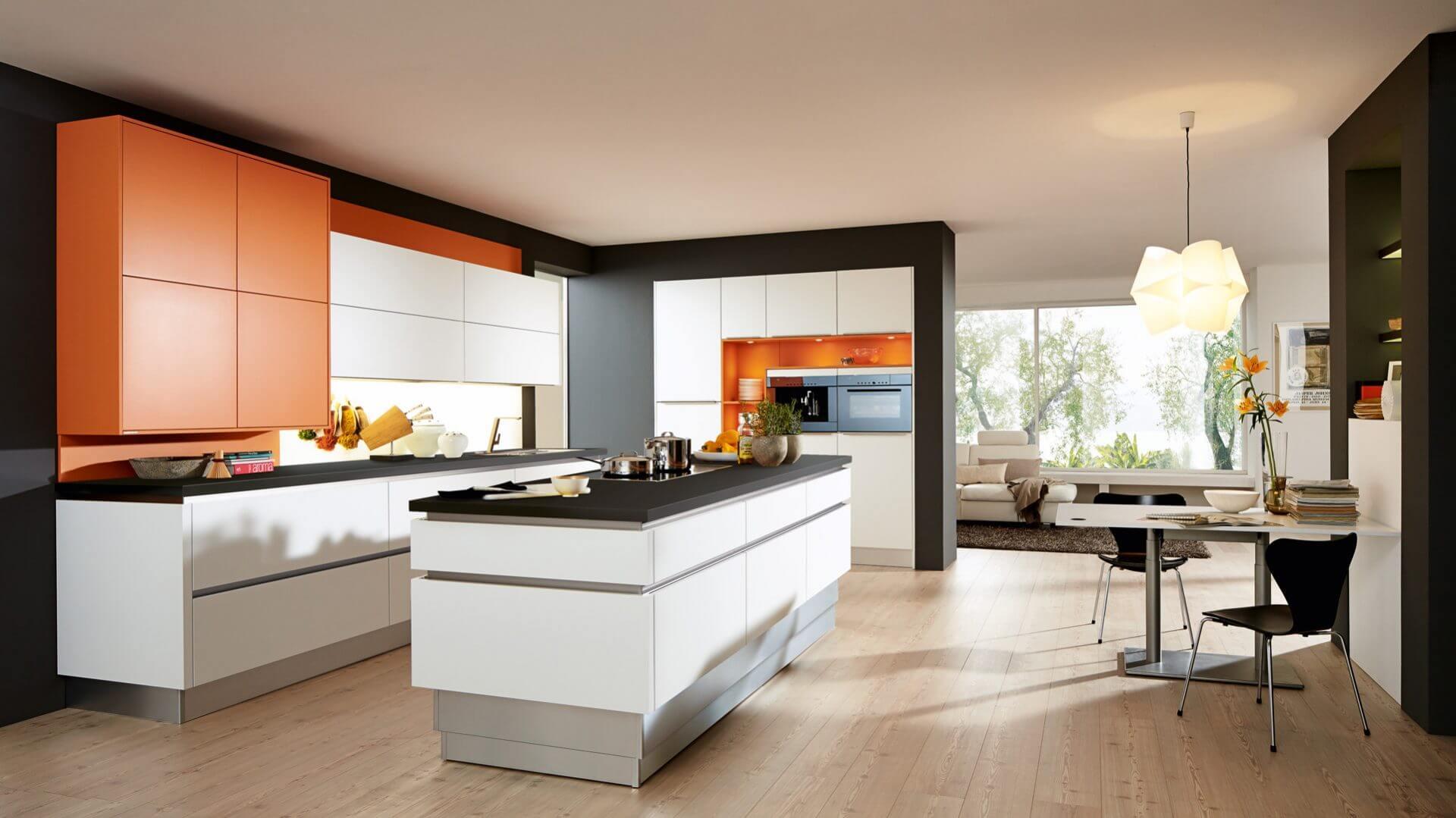 """Höhenverstellbare Kücheninsel optimal bei unterschiedlich großen """"Köchen"""""""